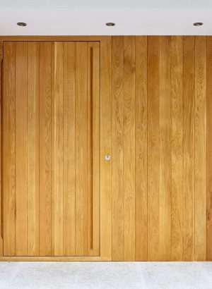 porto-e80-pivot-door-flush-in-european-oak